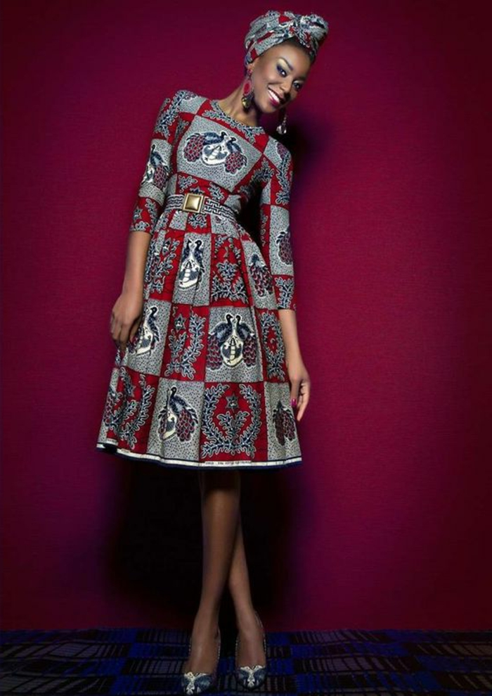 Abbigliamento africano e un'idea con ragazza fascia in testa