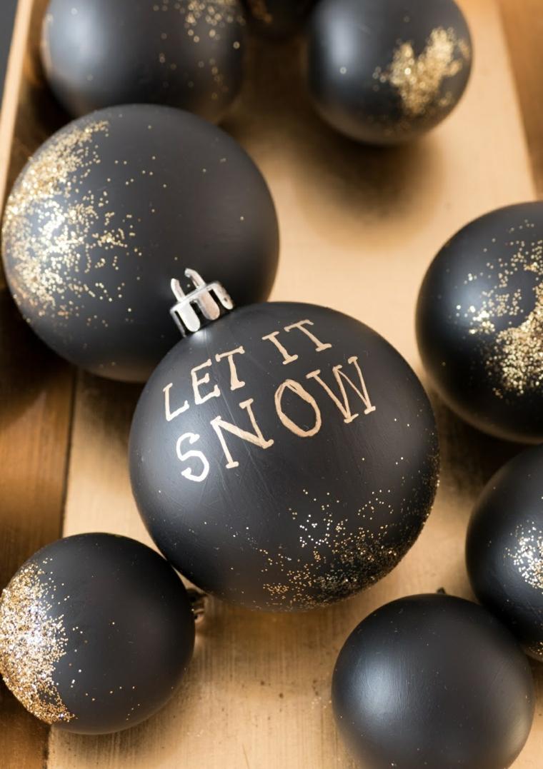 Idea per delle creazioni natalizie, palline da appendere di colore nero con scritte