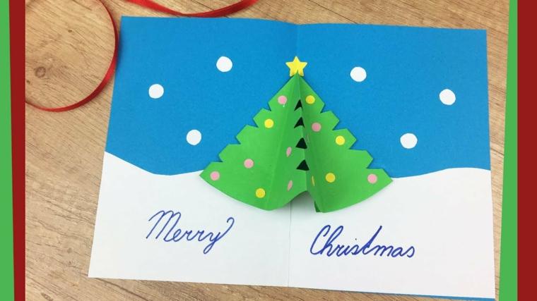 Idee natalizie da creare, bigliettino con scritta e un albero di carta piegabile