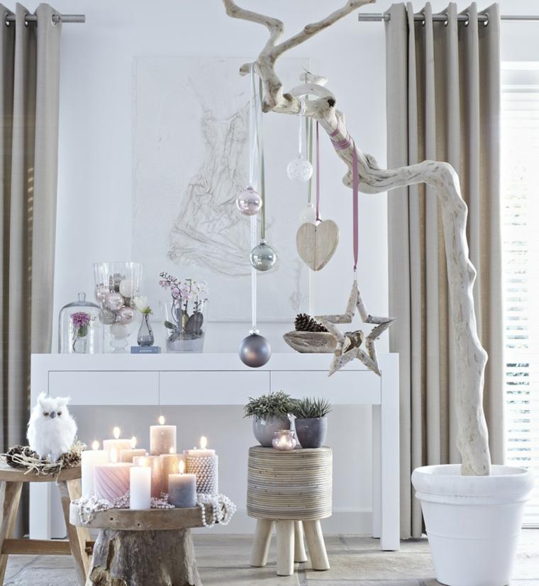 Decori natalizi fai da te e un'idea per la decorazione della casa con ornamenti pendenti