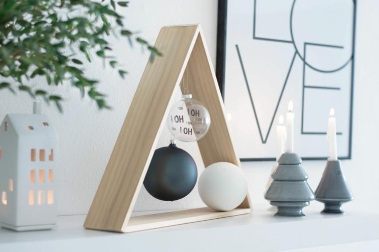 Lavoretti di Natale facili e un'idea con un albero particolare di legno decorato con palline