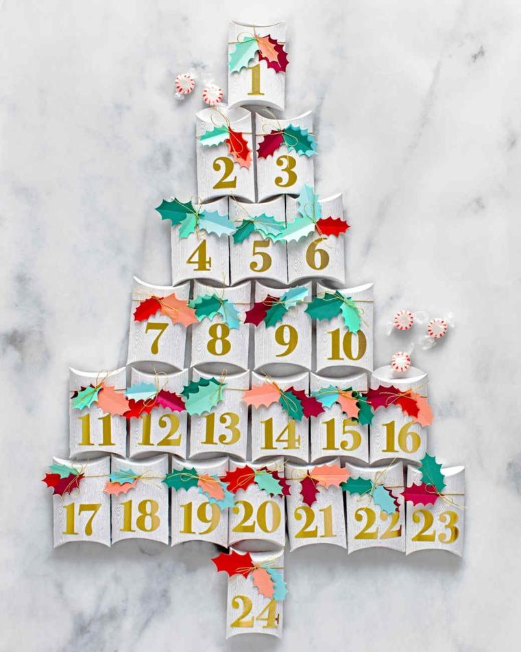 Addobbi natalizi fatti a mano, calendario dell'Avvento con rotoli di carta igienica