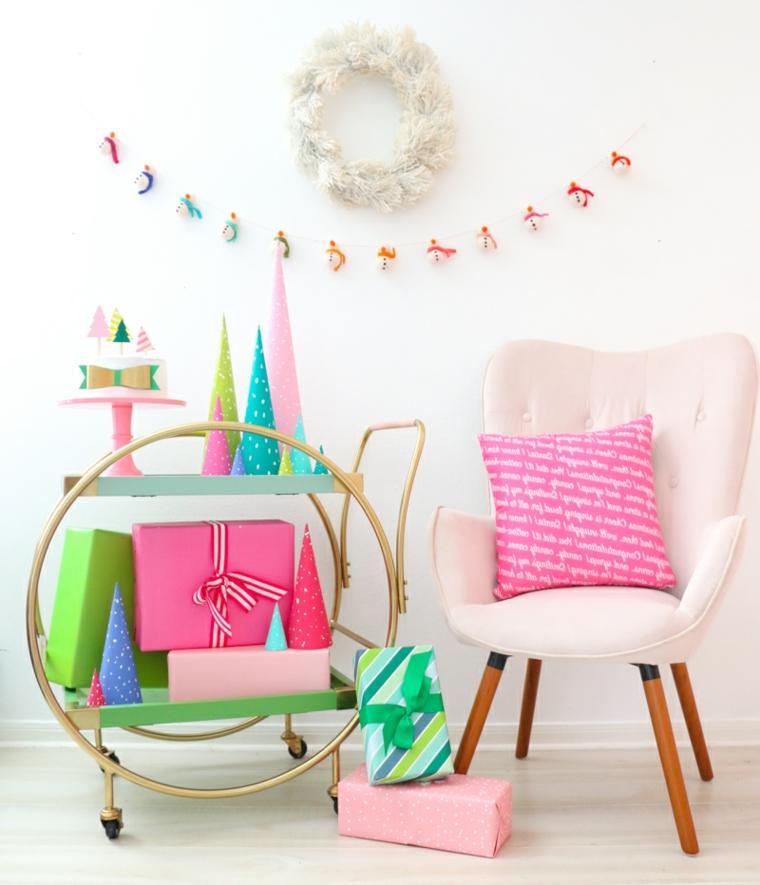 Lavoretti per bambini facili, decorazione con alberi di Natale di cartone a forma di cono