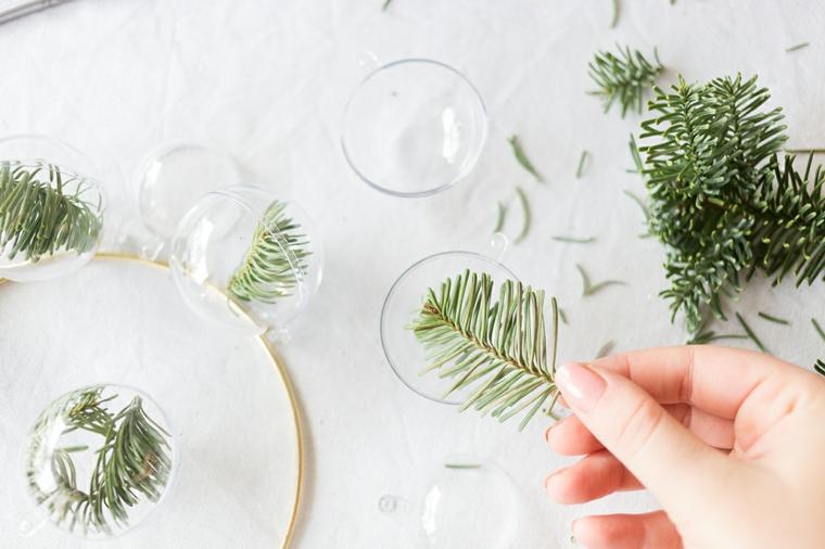 Rametto verde da inserire dentro la pallina trasparente, lavoretti creativi Natale