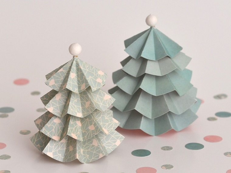 Alberi di Natale fai da te originali e un'idea con stecchino di legno e cartoncini piegati