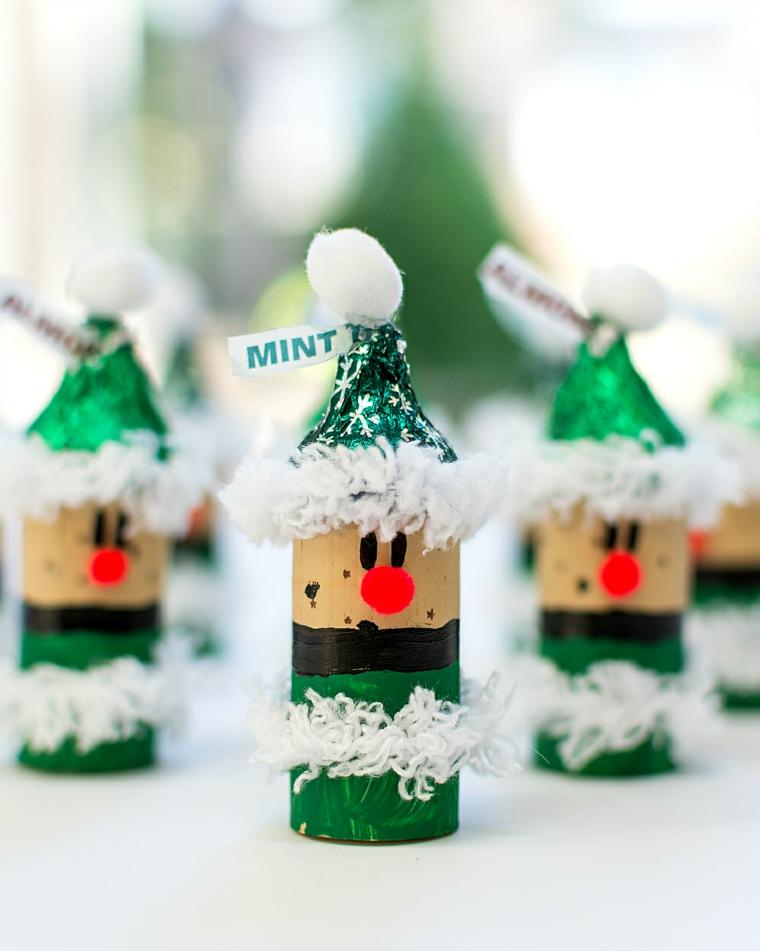 Lavoretti di Natale per bambini e un'idea con rotoli di carta dipinti e decorati