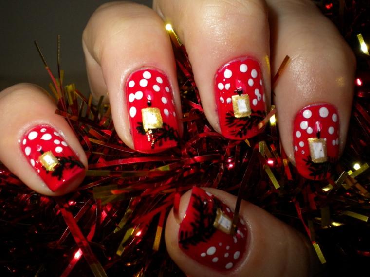 Idea per dipingere le unghie a tema natalizio con smalto rosso e pois bianche