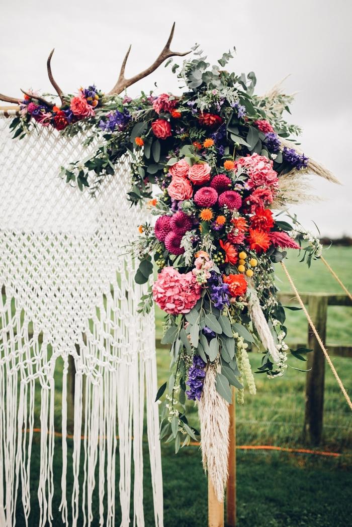Decorazione macramè con frange da esterno con piante fiori