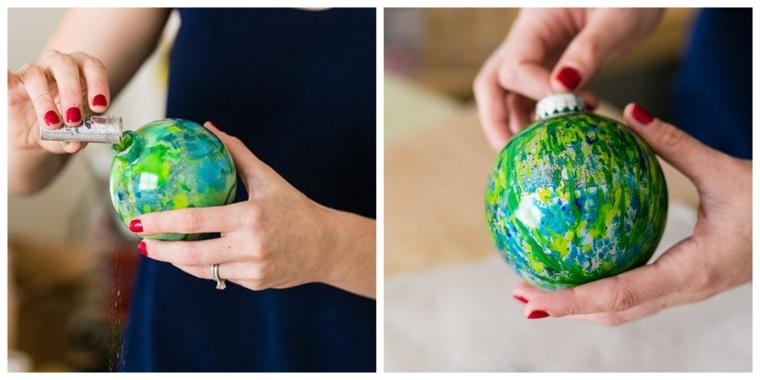 Addobbi natalizi fatti a mano, palline di plastica trasparente dipinte di cario colore