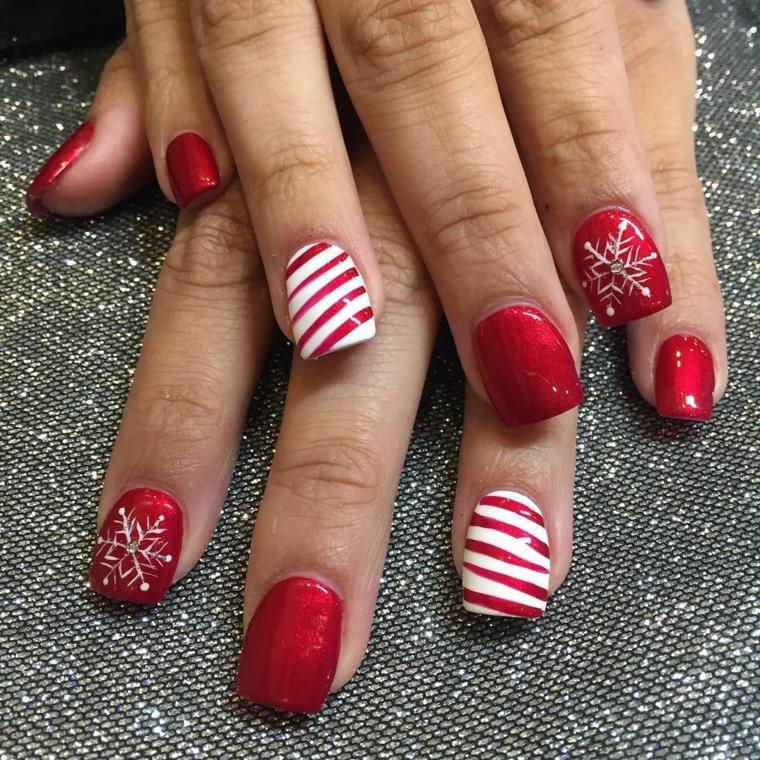 Idea per la decorazione delle unghie gel bianche con linee rosse e disegni