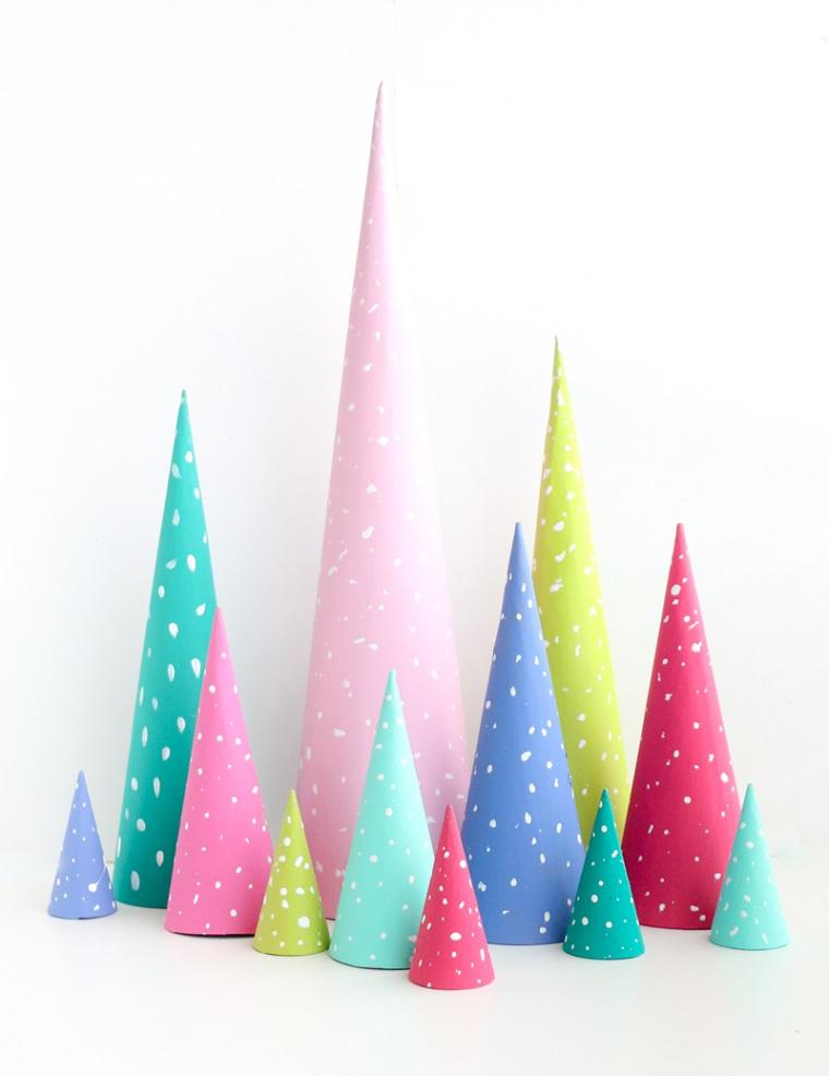 Decorazioni natalizie fai da te tutorial, alberelli di carta colorata e a forma di cono
