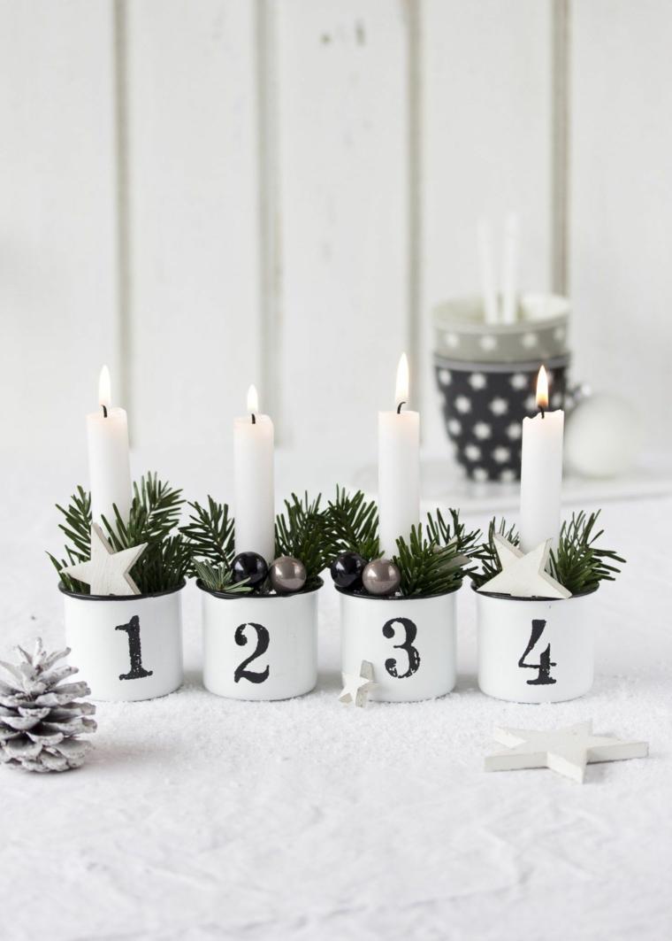 Idea per la decorazione della casa con pigne e candele in tazze di metallo