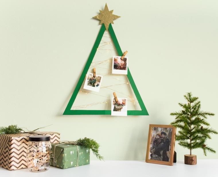 Idea per la decorazione della parete con un albero di Natale di fili luminosi con fotografie appese