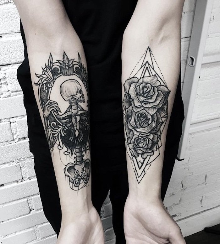 Tattoo uomo braccio con due disegni sull'avambraccio con scheletro e rose