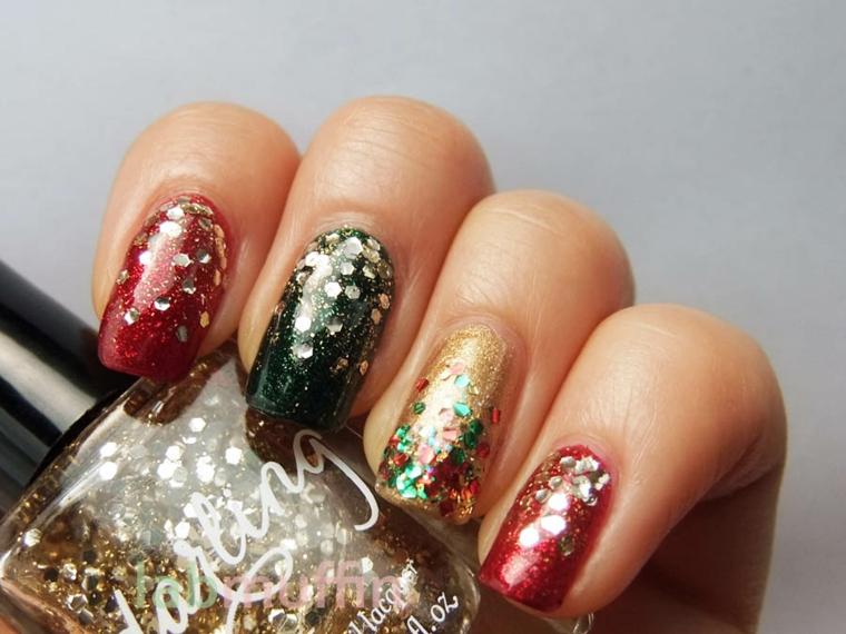 Decorazioni unghie gel con smalto rosso e verde glitter integrati
