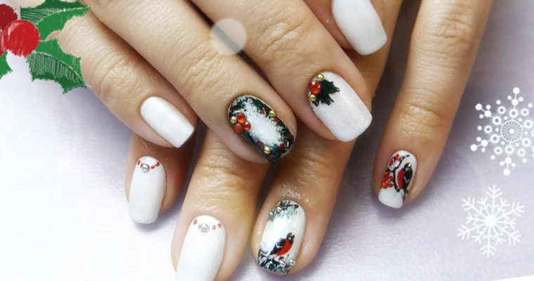 Unghie gel bianche. decorazione manicure con disegni di ghirlande uccellini