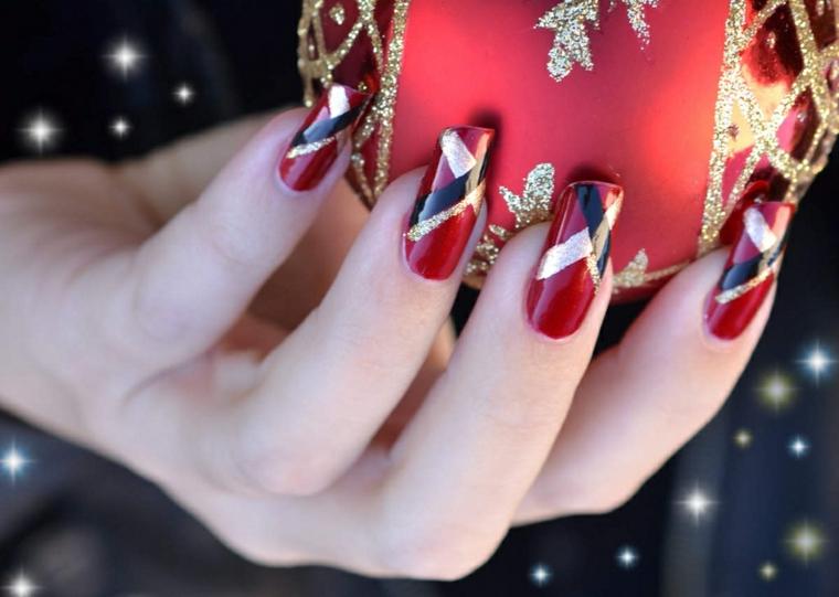 Idea per la decorazione unghie gel con smalto rosso come base e disegni