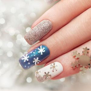 Unghie gel natalizie: il modo perfetto per sfoggiare una manicure a tema di festa
