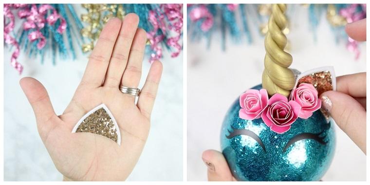 Creazioni di Natale fatte a mano, pallina di colore blu forma unicorno con orecchie
