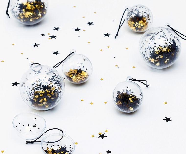 Palline natalizie da appendere con stelle e coriandoli all'interno