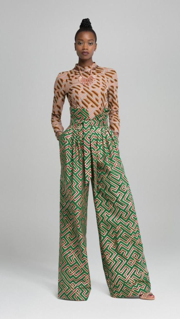 Tessuti etnici e un'idea di abbigliamento elegante con pantalone palazzo di colore verde