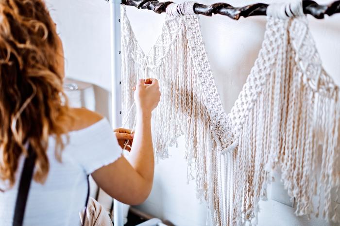 Macramè schemi e un tutorial per realizzare una decorazione a sospensione con la corda