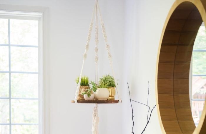 Macramè portavaso di corda bianca con trecce e piantine da appartamento