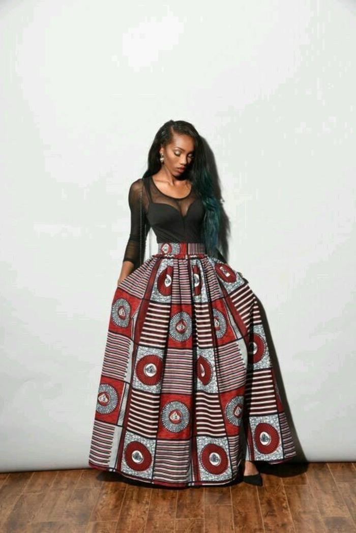 Vestiti africani donne e un'idea con gonna a ruota lunga e maglietta trasparente di colore nero