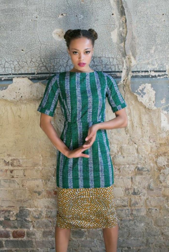 Una ragazza con abito africano di colore verde a manica corta