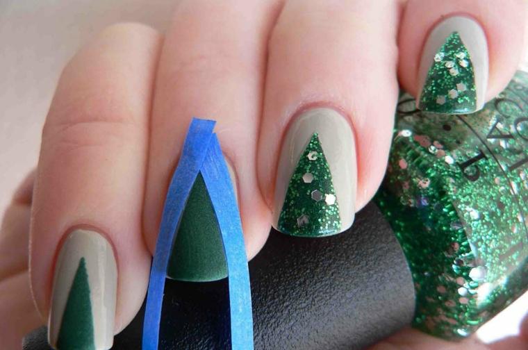 Come fare le decorazioni unghie gel con smalto verde glitter argento forma alberello di Natale
