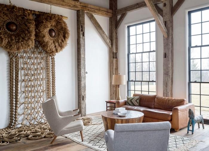 Salotto rustico con decorazione macramè corda pesante di colore marrone