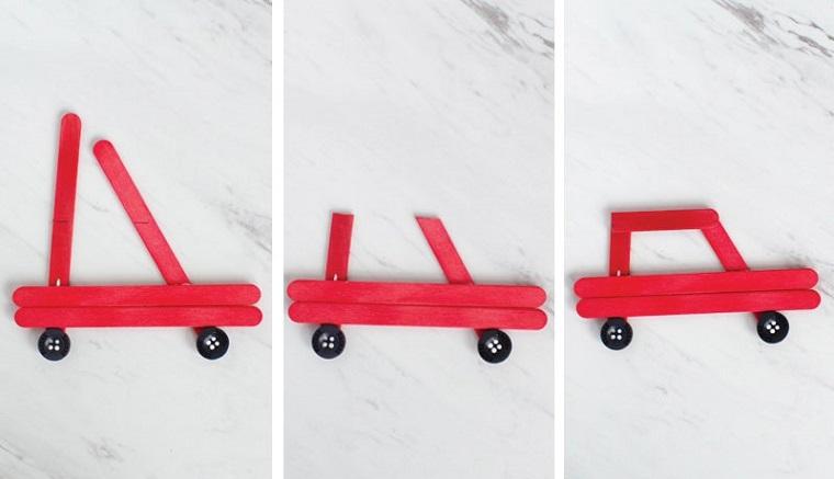 Camioncino con stecchini di legno dipinti di rosso e ruote con bottoni, lavori natalizi fatti a mano