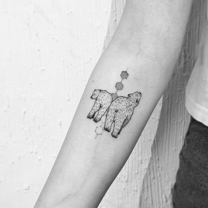 1001 idee per tatuaggio avambraccio con disegni. Black Bedroom Furniture Sets. Home Design Ideas