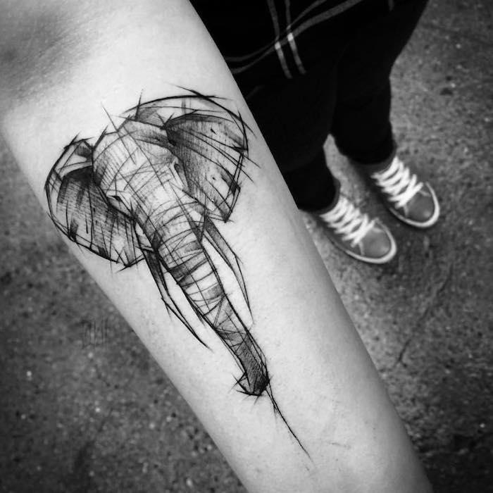 Idea per dei tatuaggi piccoli significativi e il disegno di un elefante con tante sfumature