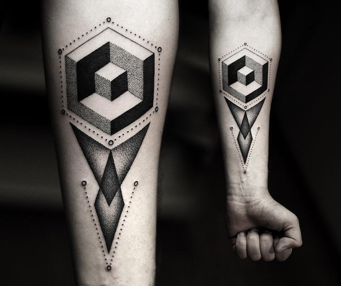 L'avambraccio di un uomo con un tattoo geometrico e puntini