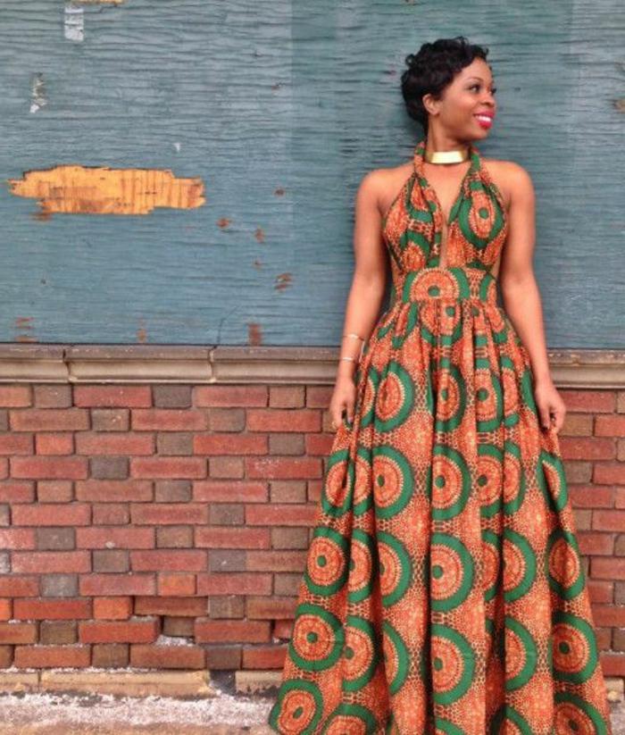 Abbigliamento africano e un'idea con vestito lungo di colore verde arancione