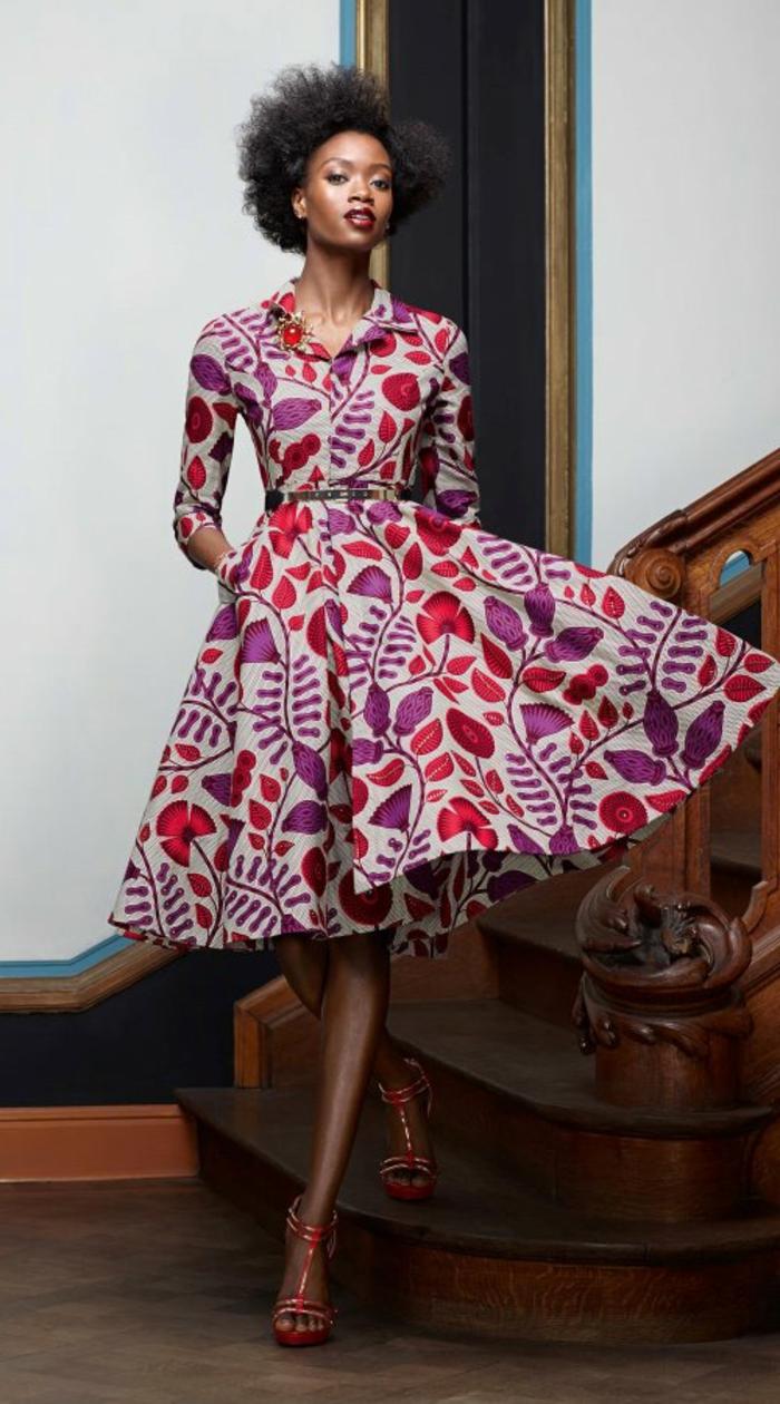Abbigliamento africano e un'idea con un vestito a ruota e cintura in vita