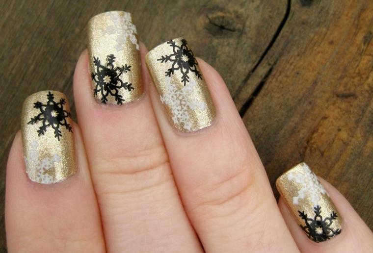Idea per delle unghie decorate con fiocchi di neve, manicure forma quadrata con smalto base di colore oro