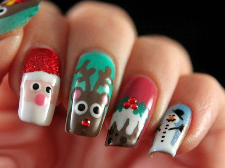 Idea per nail art natalizie con disegni di renne e babbo Natale, decorazione con brillantini rossi