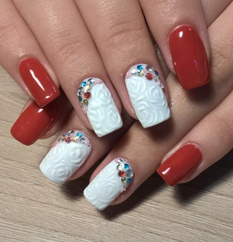 Idea per delle unghie gel bianche decorati con brillantini, smalto rosso lucido