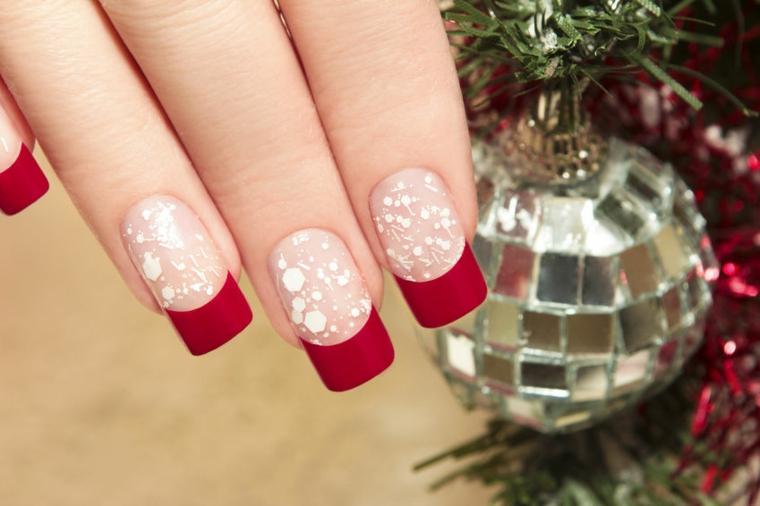 Idea per delle unghie decorate con glitter e una french manicure di colore rosso mat