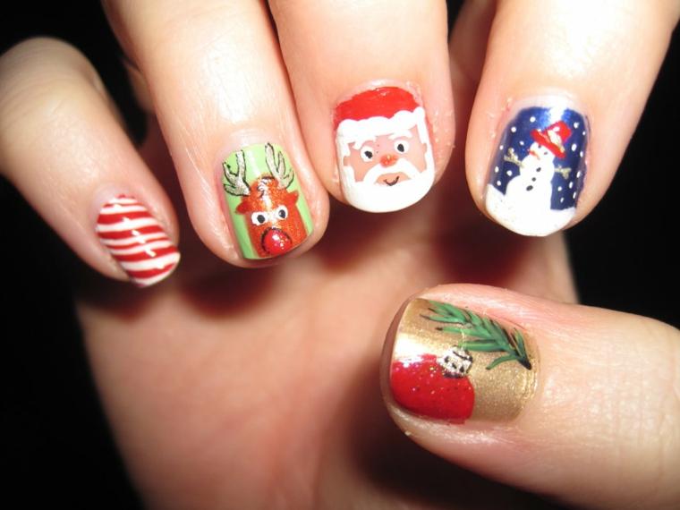 Idea per la decorazione delle unghie capodanno con disegni di renne e rametti con palline