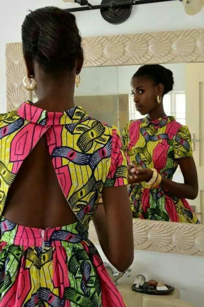 Abbigliamento donna africana, abito colorato con schiena scoperta, acconciatura elegante