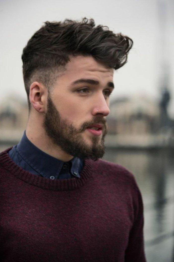 Taglio capelli lunghi uomo e rasato ai lati, ragazzo con barba curata