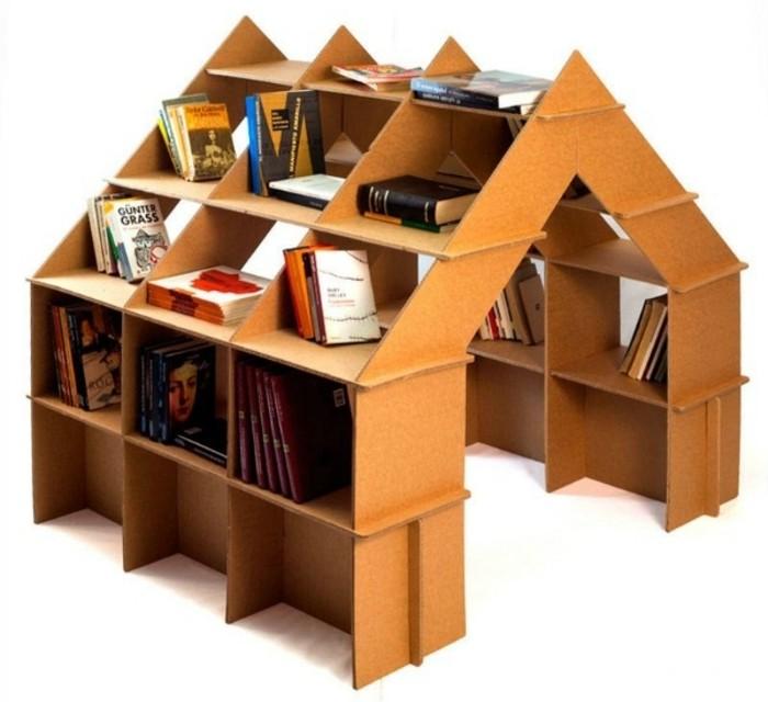Mobili fai da te e un'idea per casetta di cartone con spazio per i libri