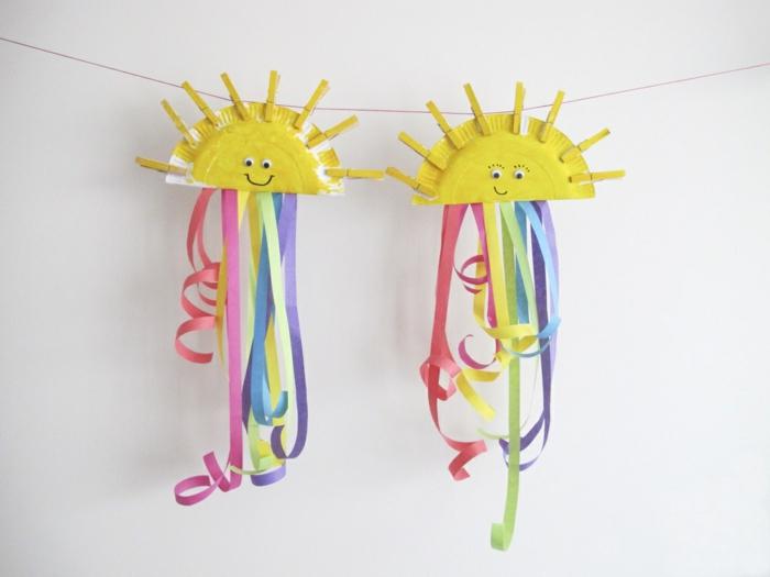 Lavoretti per bambini facili con piatti di carta colorati come sole e mollette di legno per il bucato