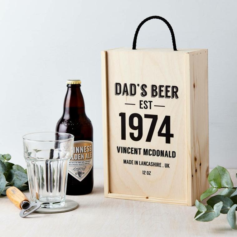 Cosa regalare al fidanzato, una scatola di legno con una birra particolare