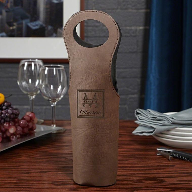 Idee regalo uomo 50 anni e una proposta con un sacchettino vino personalizzato