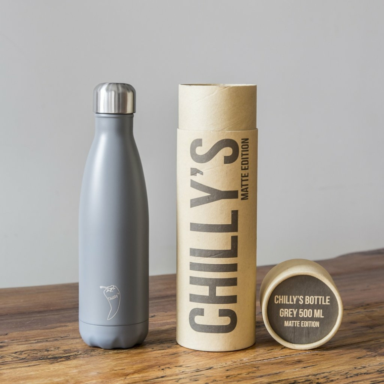 Cosa regalare ad un uomo, una bottiglia di metallo riutilizzabile con scatola di cartone