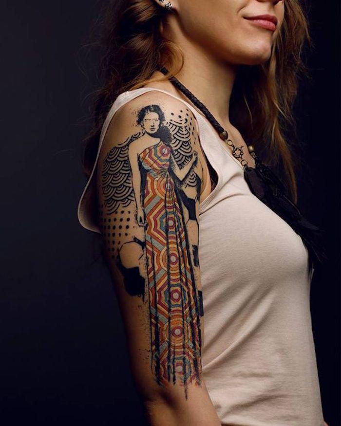 Disegni belli da fare come tatuaggio, tattoo sul braccio di una donna colorato